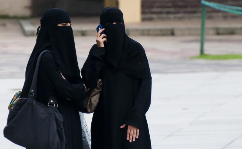 Lawyer protests wearing of veil during testimony